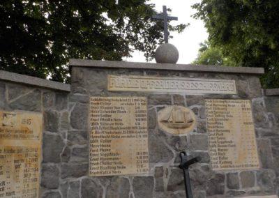 Restaurierungsarbeiten am Seefahrerdenkmal Friedhof Meerbeck