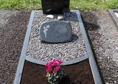 Einzelgräber Granit 005