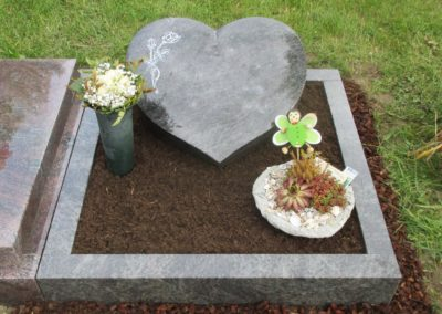 Urnengräber Granit 0068