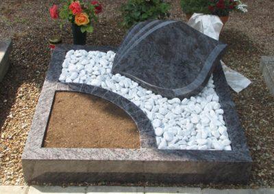 Urnengräber Granit 0089