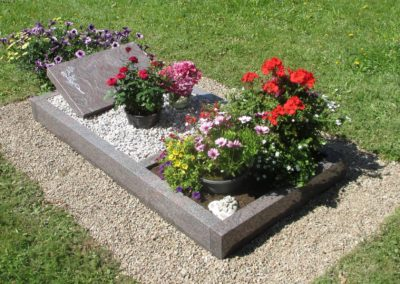 Urnengräber Granit 0099