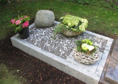 Urnengräber Granit 00106