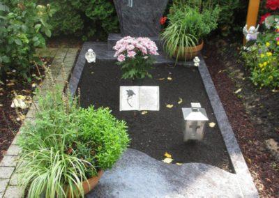 Einzelgräber Granit 0011