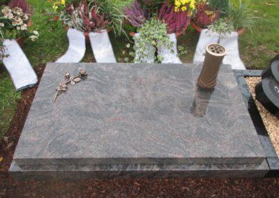 Urnengräber Granit 00136