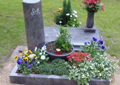 Urnengräber Granit 00145