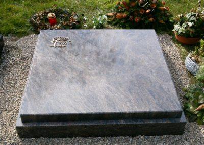 Urnengräber Granit 00200