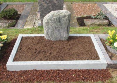 Urnengräber Granit 00211