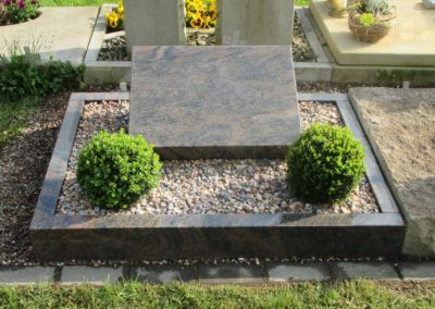Urnengräber Granit 00228