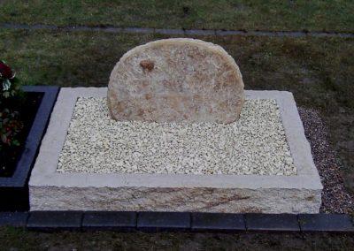 Urnengräber Sandstein 006