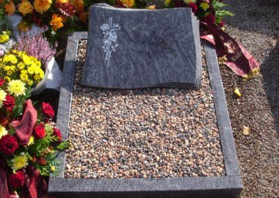 Urnengräber Granit 00278