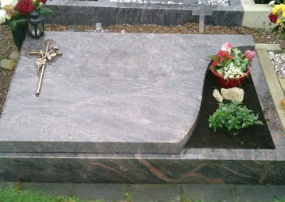 Urnengräber Granit 00301