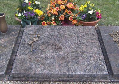 Urnengräber Granit 00325