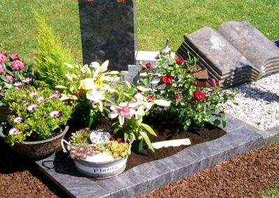 Urnengräber Granit 00378