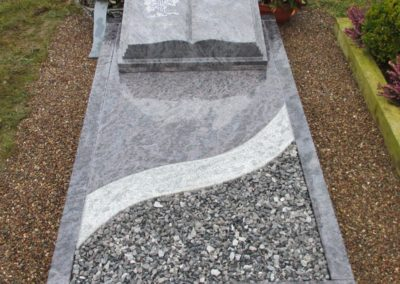 Urnengräber Granit 009