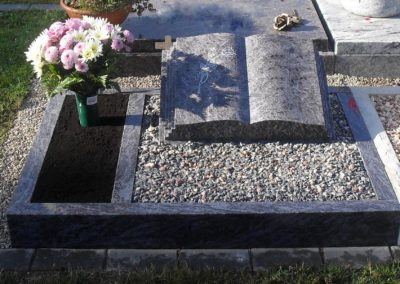 Urnengräber Granit 0011