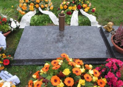 Urnengräber Granit 0014