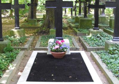 Grabdenkmal_001